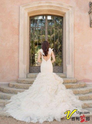 多层次褶皱婚纱让新娘更加柔美 华丽